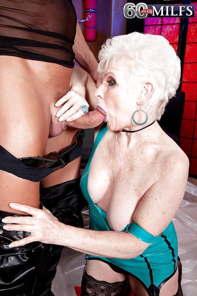 Granny porn latex slut :