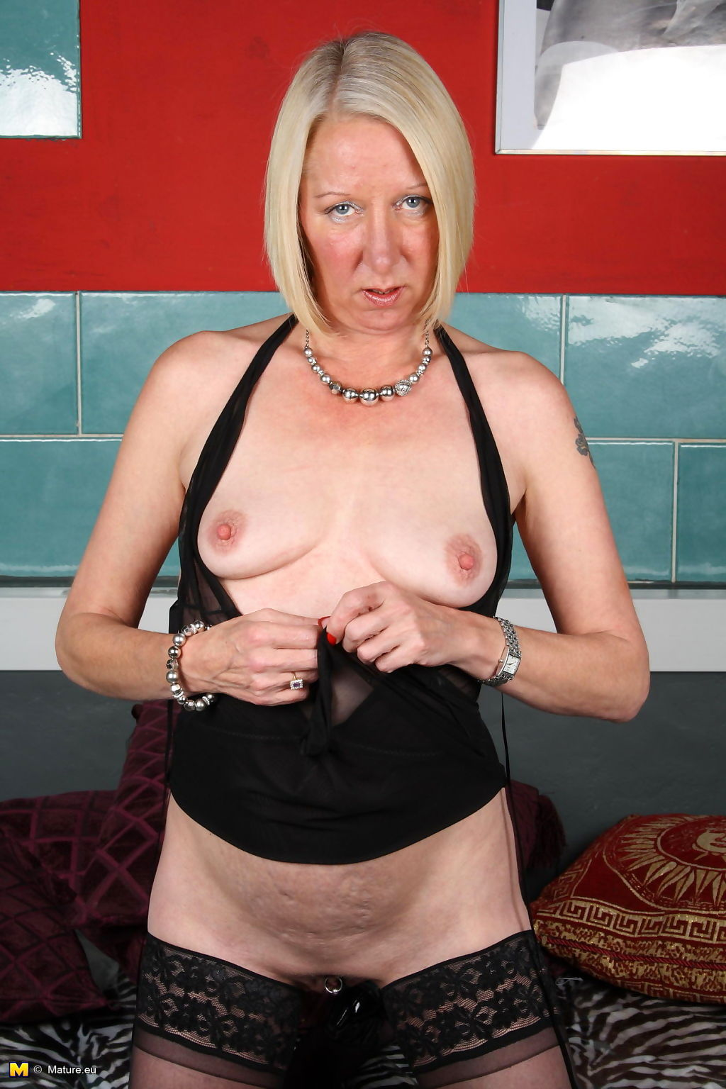 Horny blonde mature slut going all the way - part 2139