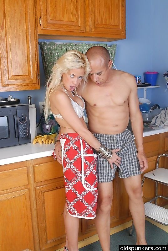Hot blonde loves to fuck - part 3321