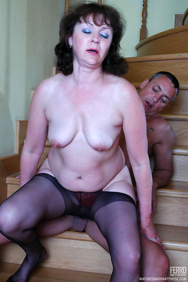 Heated mom in black control top hose seducing a serviceman into - part 4036