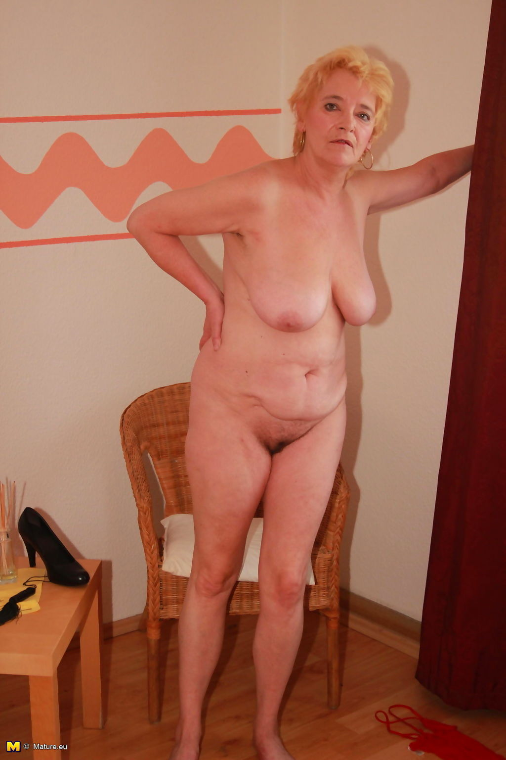 Naughty mature lady playing all alone - part 2138