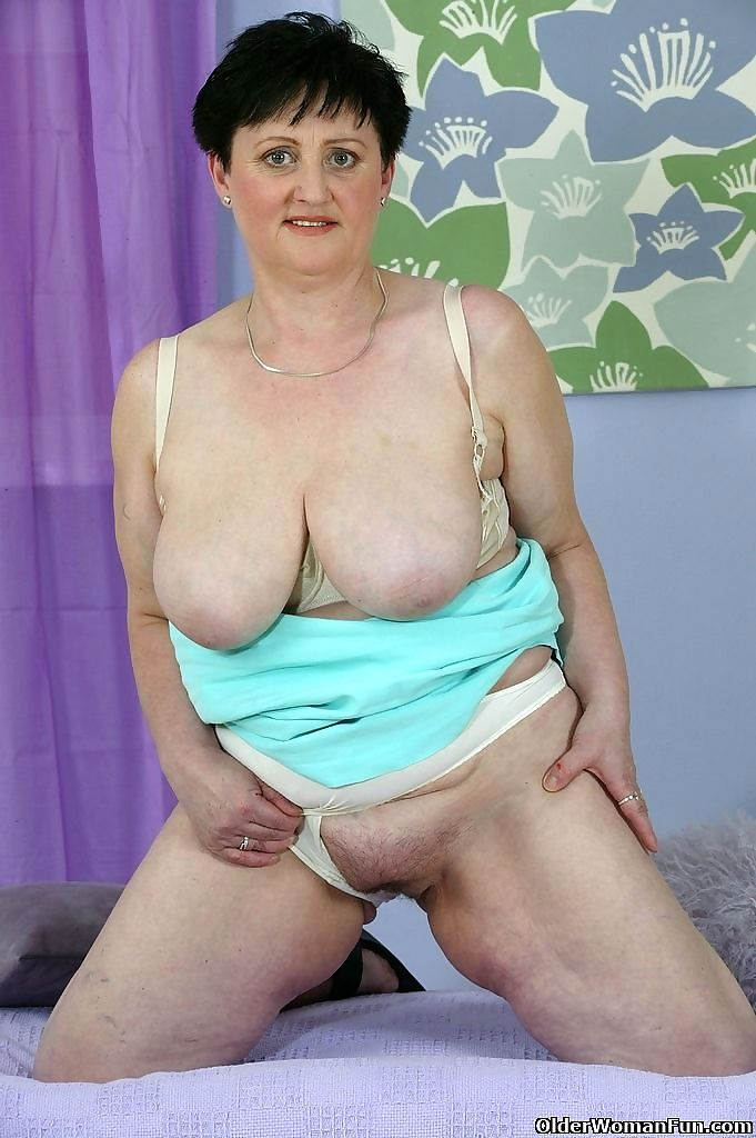 Granny marie exposing her huge tits - part 4391