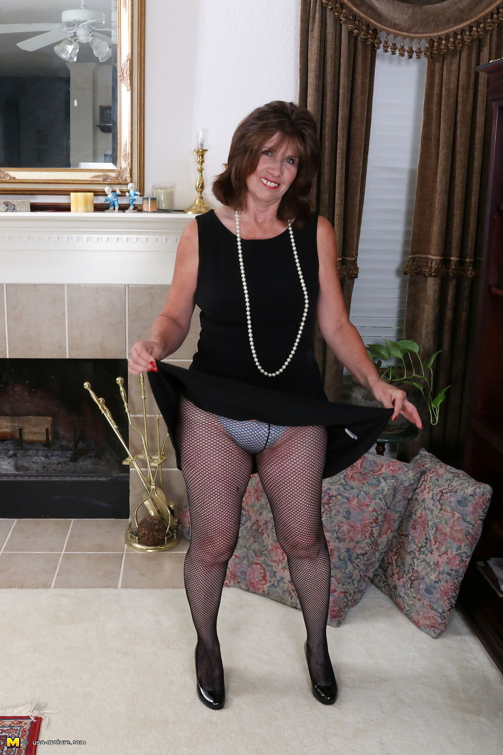 Usa mature housewive bunny gets very wet in fishnet pantyhose - part 3390