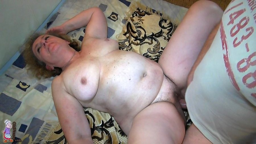 Enjoy videos of sexy older women - part 5083