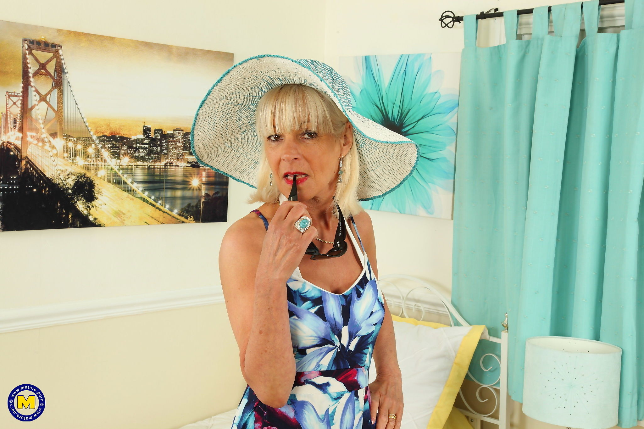 Horny british mature elaine loves to get wet by herself - part 1338