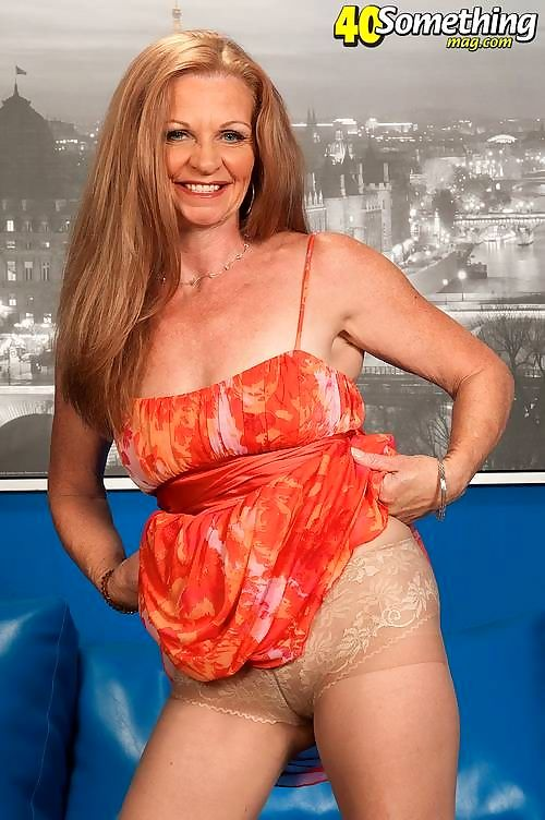 Redheaded granny showing perfect body for hers age - part 4172