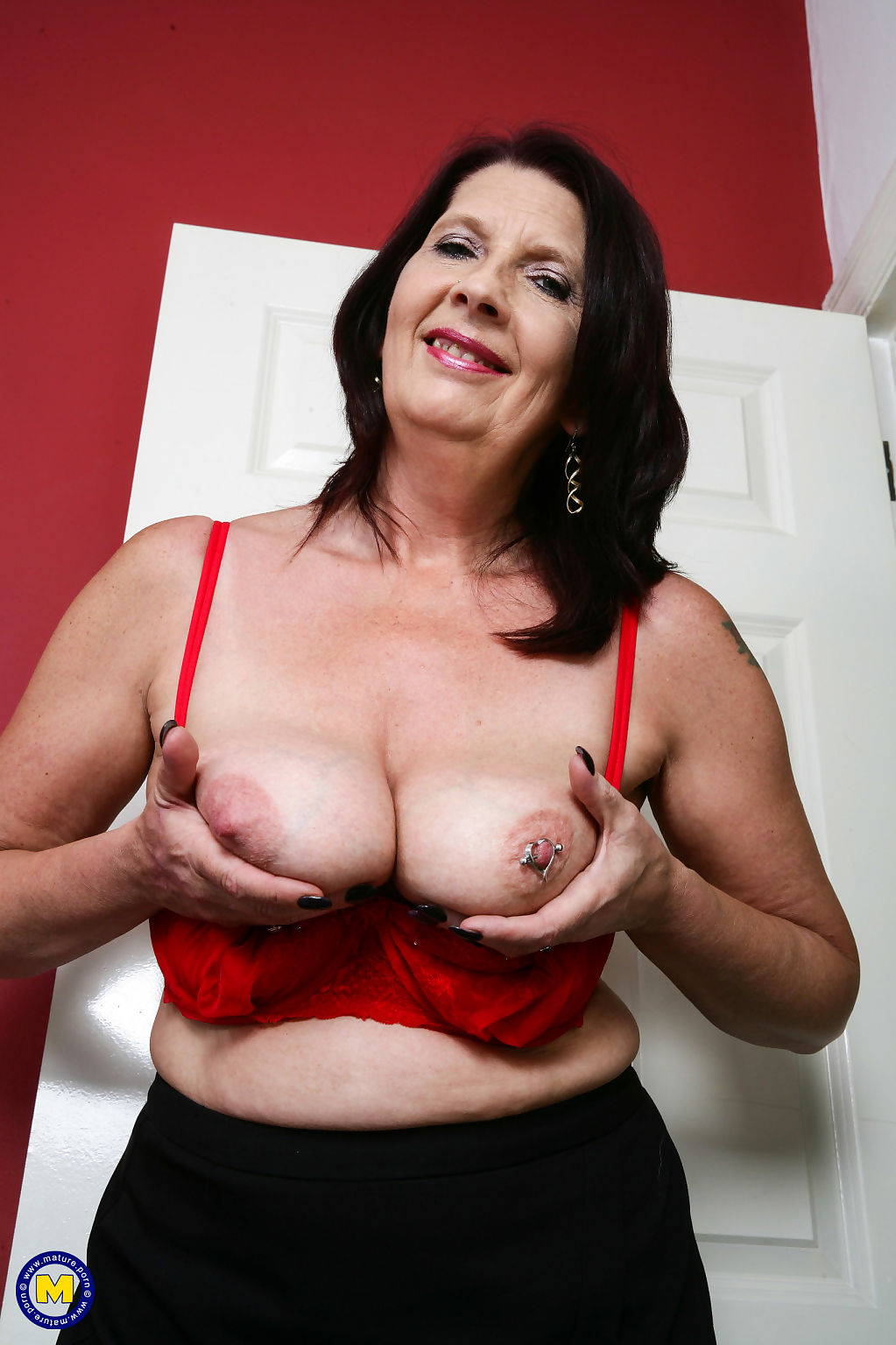 Horny mature slut katie leigh from the uk getting wet and wild - part 2564