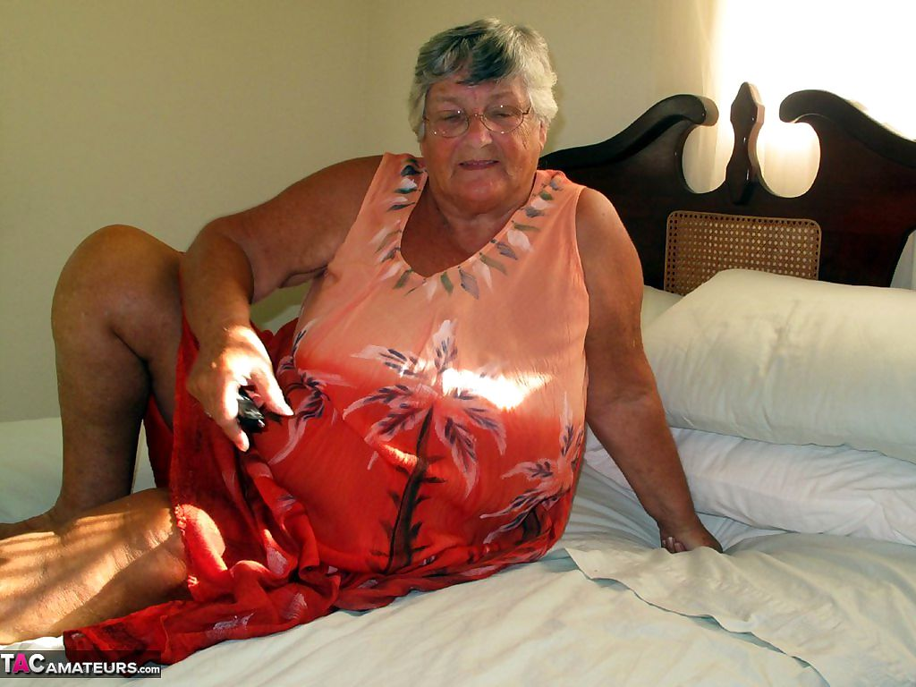 Fat old Grandma Libby licking her big nipples while spreading nude for closeup