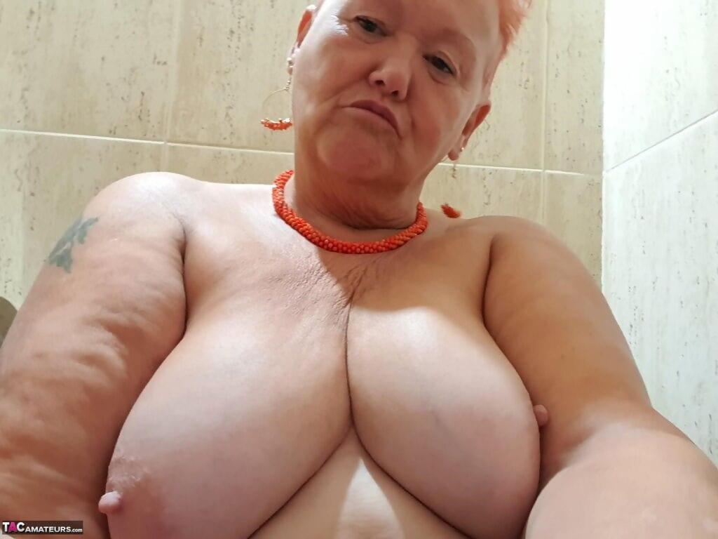 Oma bilder fette nackt Alte Oma
